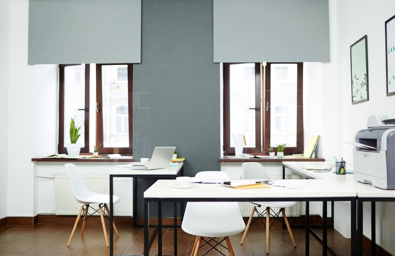 Quelle est l'importance de la décoration dans les espaces de travail ?